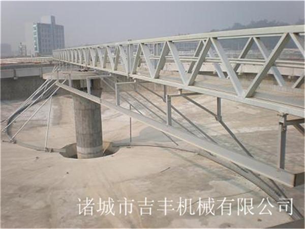 行车式刮吸泥机设备结构组成