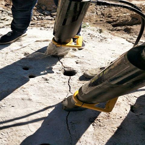 山西长治辅助钩机开采岩石分石机