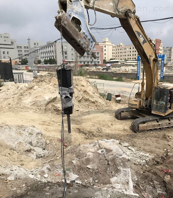 普洱市景谷县地基花岗岩灰岩不放炮气体爆破开采正规开采机器