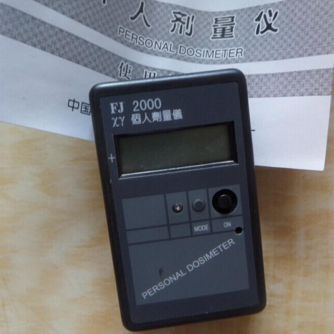 4. 报警器:报警电路由led和蜂鸣器构成,超过阀值时,发出声响和闪光.