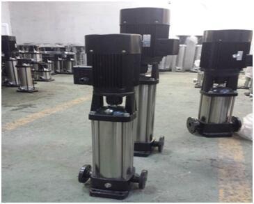过流部件不锈钢材质的CDL8-18离心泵和QDL8-180离心泵实物图